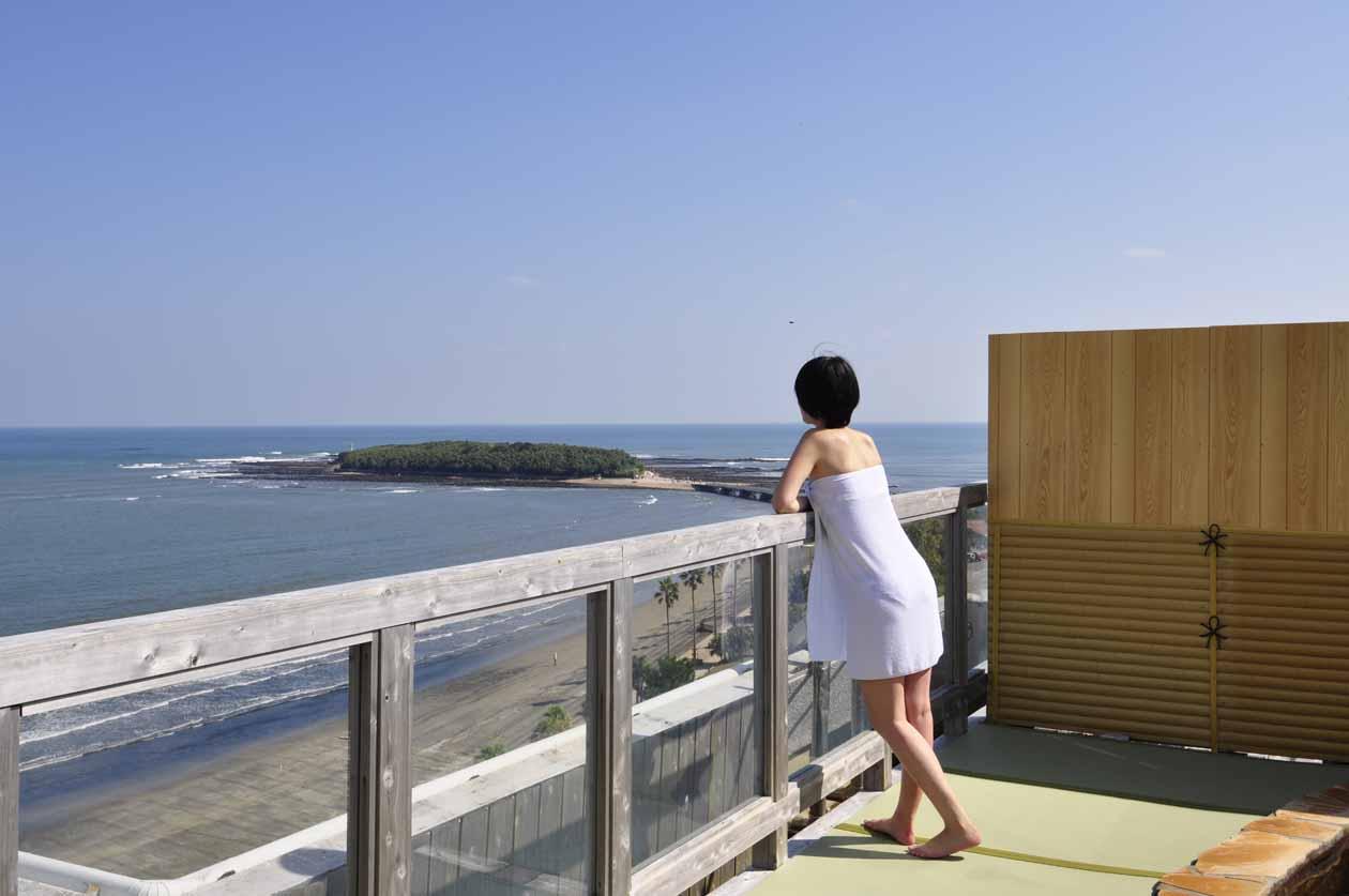 青島グランドホテルの絶景露天より青島