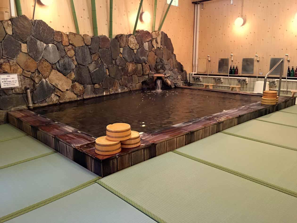 青島グランドホテルの大浴場「さざなみ」