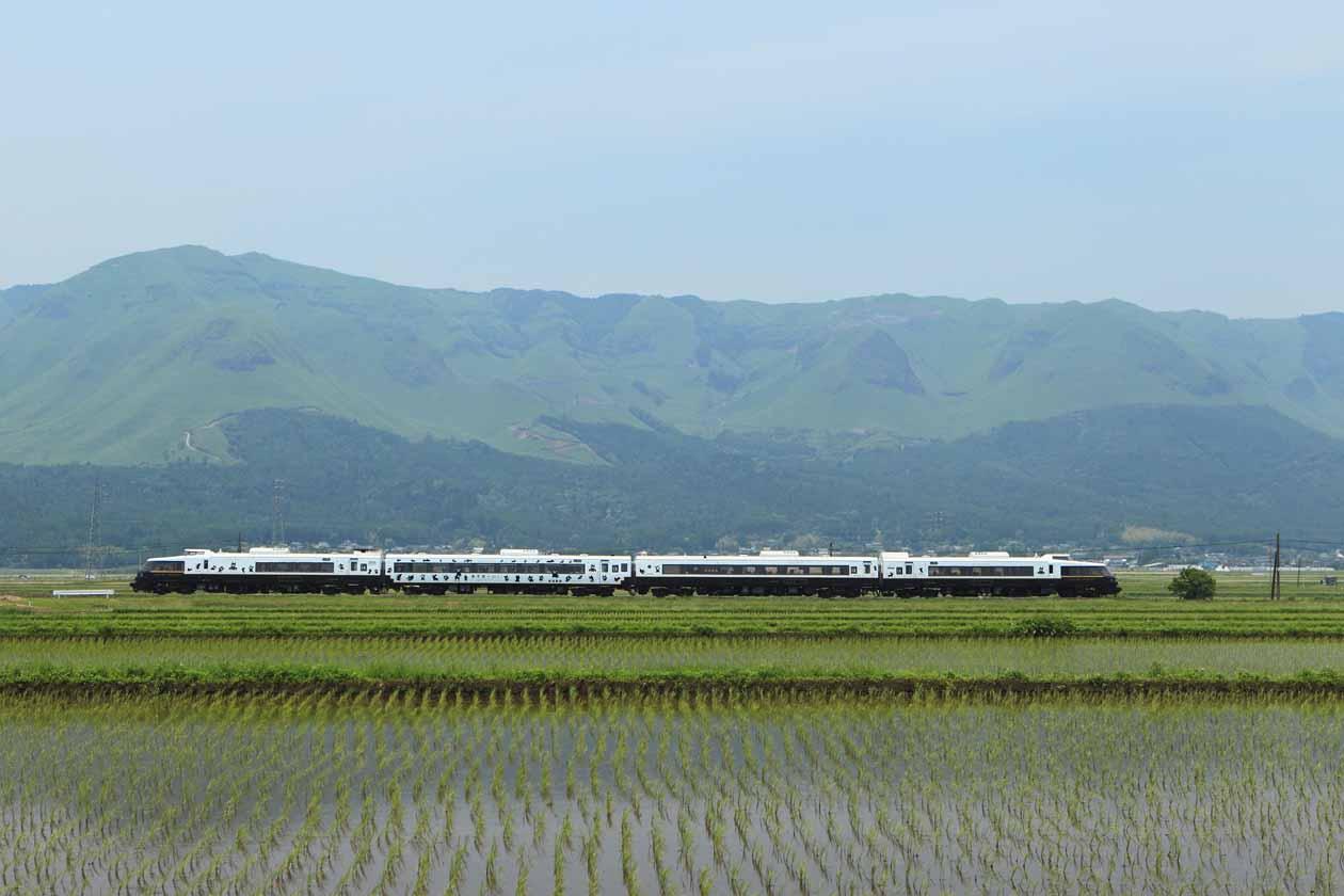 JR九州 D&S列車「あそぼーい!別府~阿蘇間復活