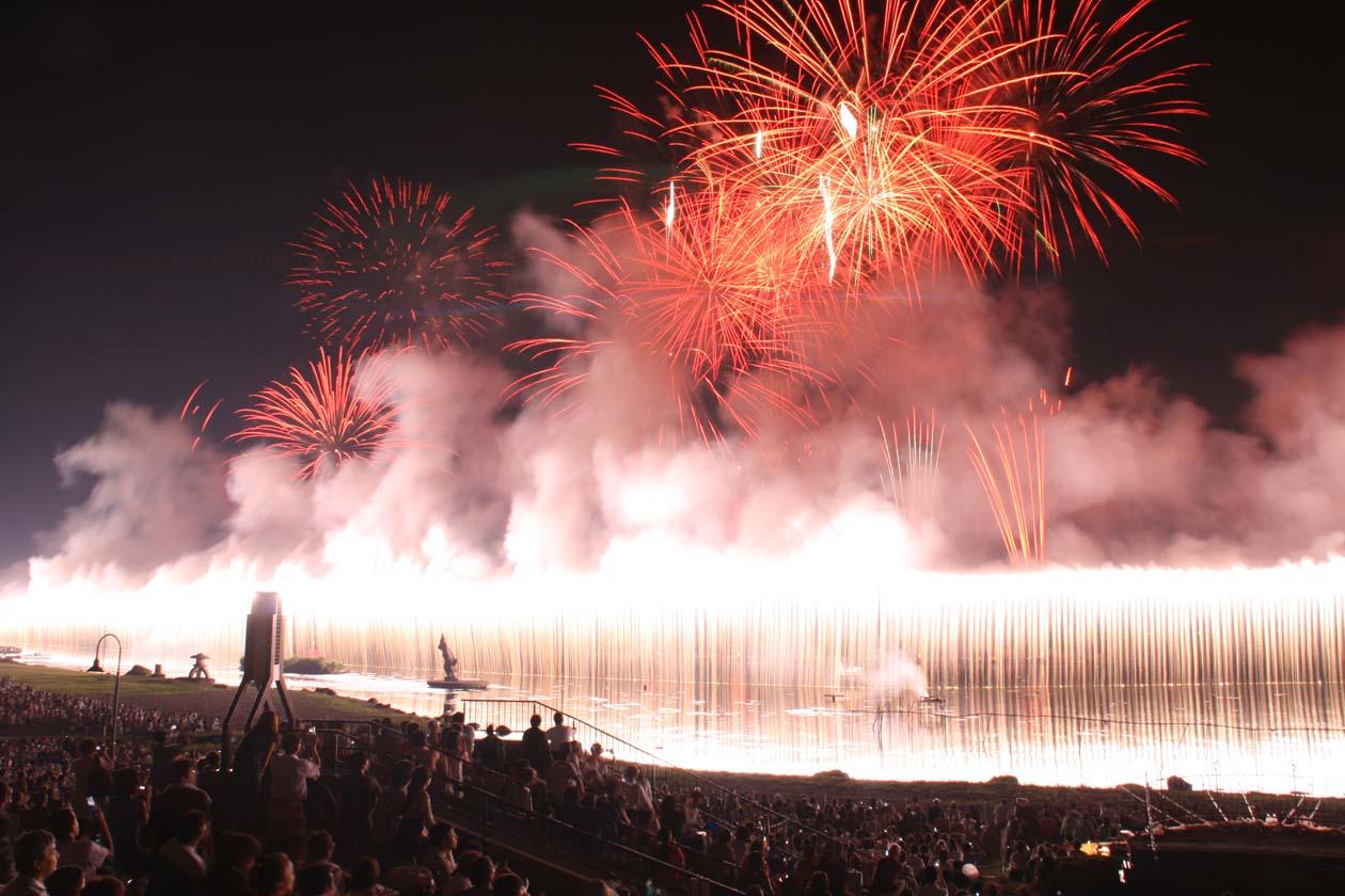 長野県諏訪市 諏訪湖祭湖上花火大会 上諏訪温泉