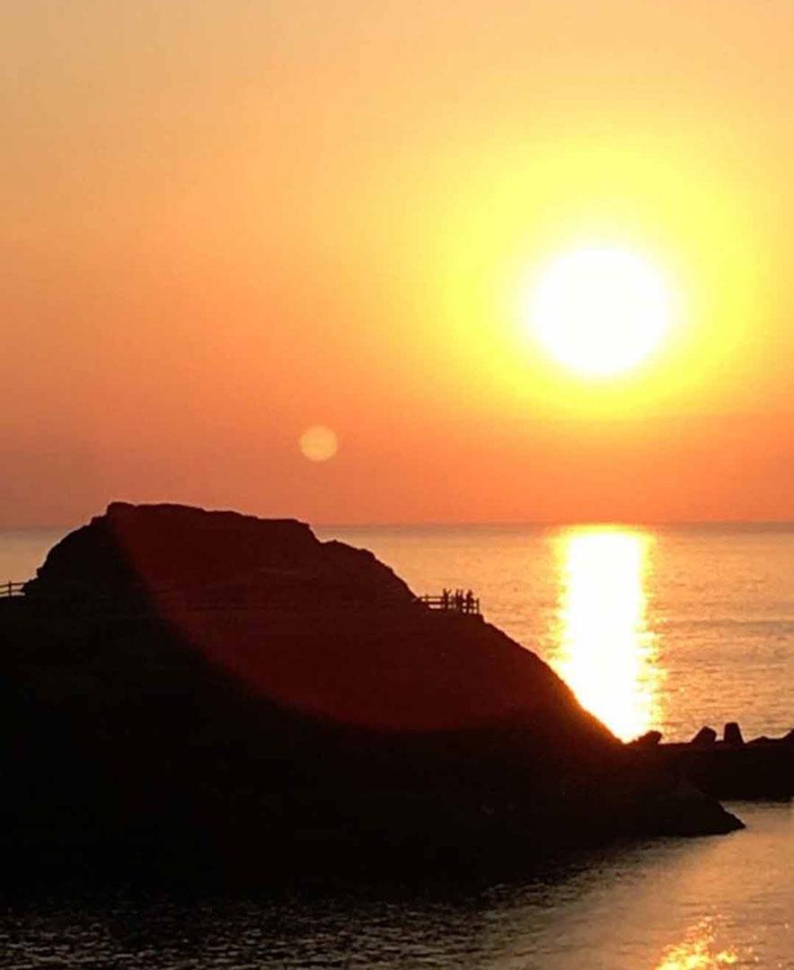 静岡県賀茂郡松崎町 西伊豆 雲見温泉 雲見園 雲見漁港 想い出岬から見える夕陽