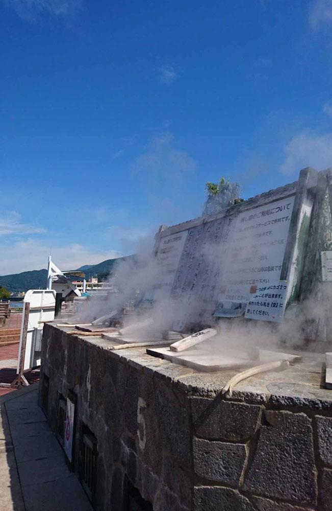 長崎県雲仙市小浜温泉 全長105mの日本一長い足湯 ほっとふっと105(いちまるご)