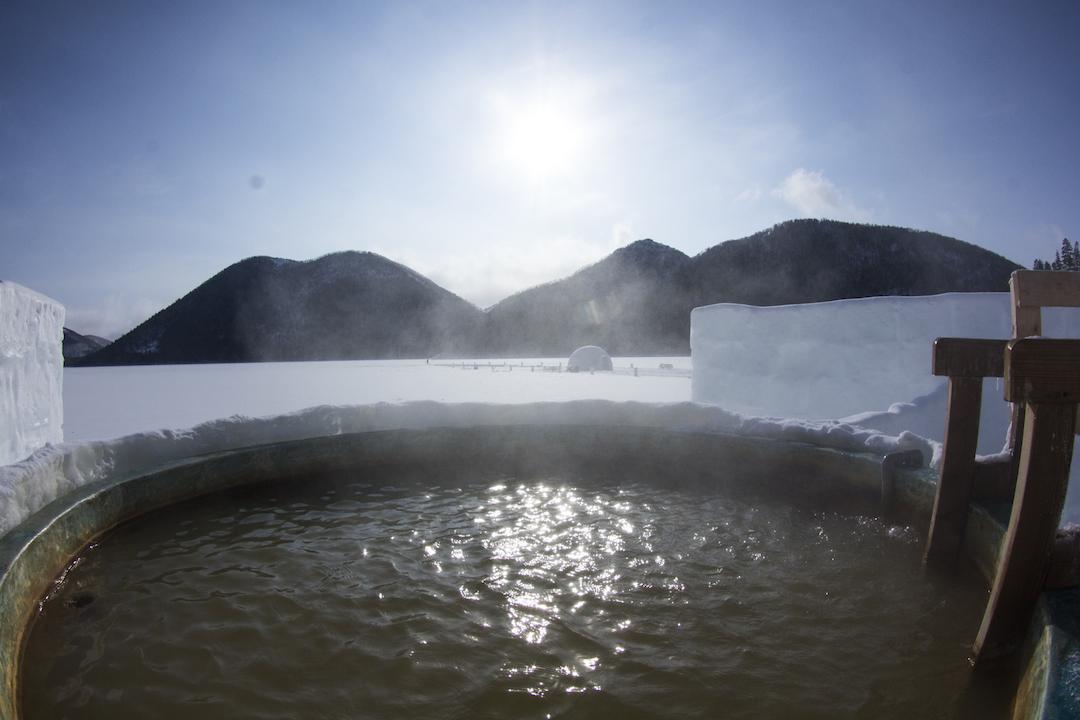 北海道河東郡鹿追町 しかりべつ湖コタン 氷のホテル、氷の露天風呂