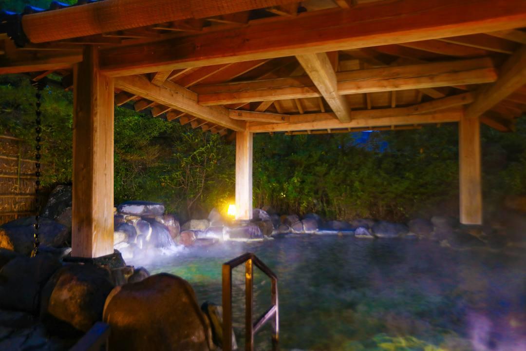 宮城県仙台市の秋保温泉の老舗宿・岩沼屋 露天風呂