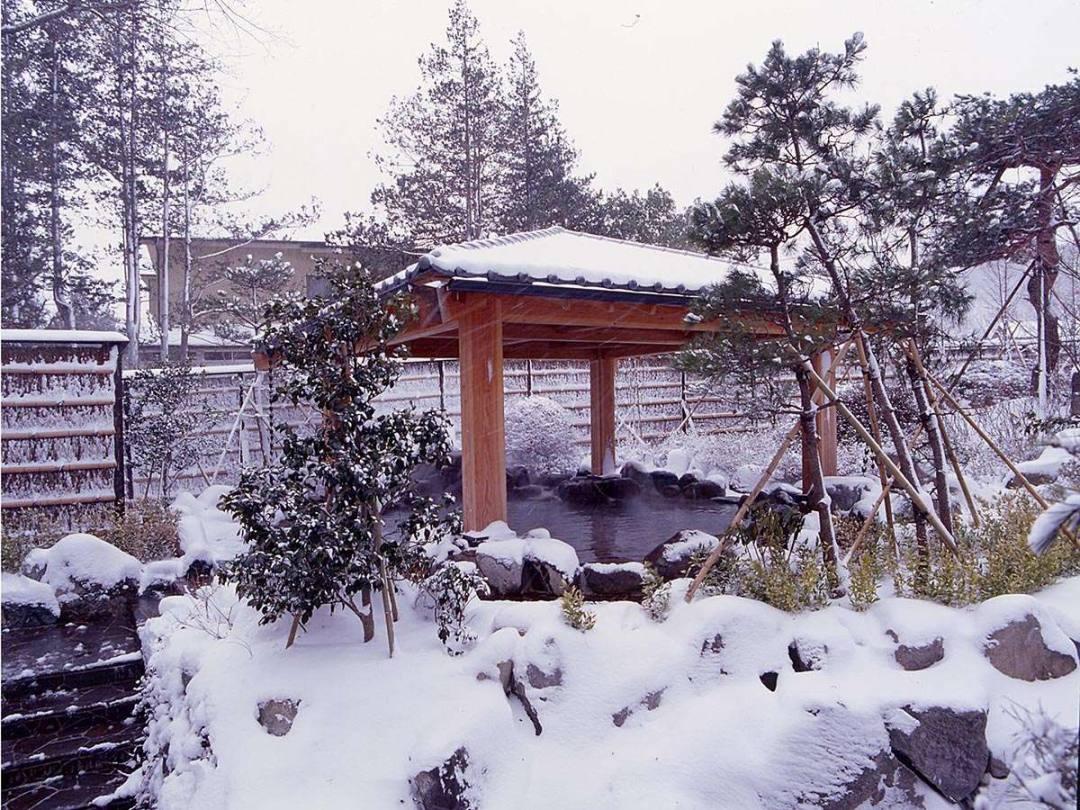 宮城県仙台市の秋保温泉の老舗宿・岩沼屋 雪見露天