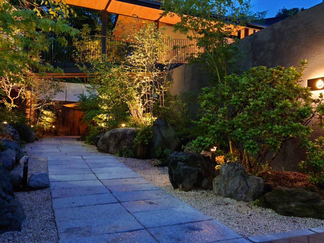 道後温泉 葛城 琴の庭 古の「振鷺園」を思い出させるようなエントランスが出迎える