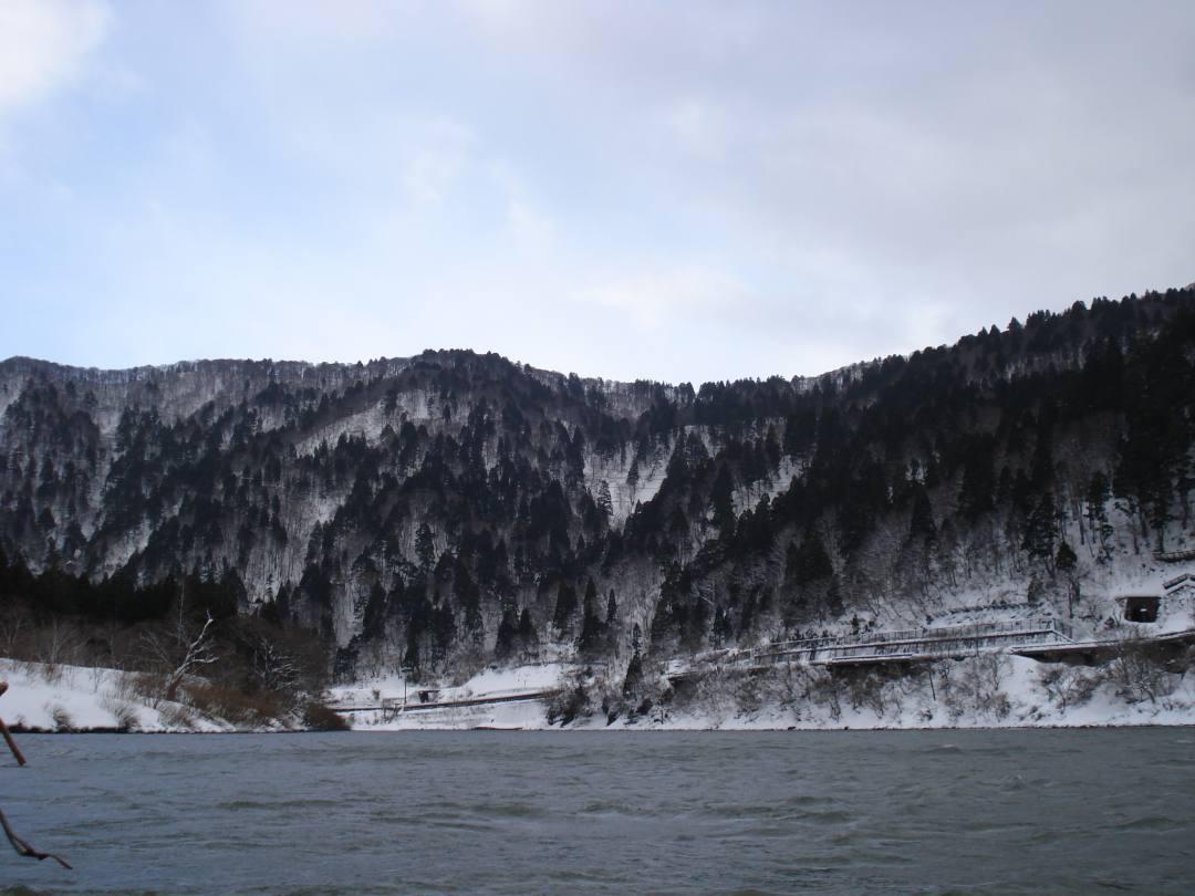 最上川芭蕉ライン川下りこたつ舟からの水墨画の風景