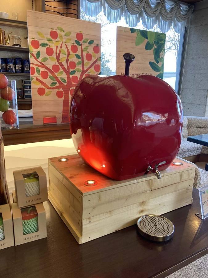 大量のりんごが温泉に浮かぶ南田温泉ホテルアップルランド・リンゴジュースが出る蛇口