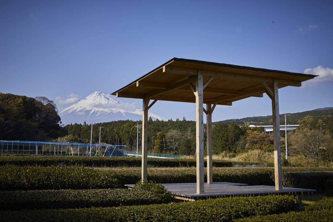 静岡県茶畑の絶景の中で最高に美味しいお茶を味わう茶の間